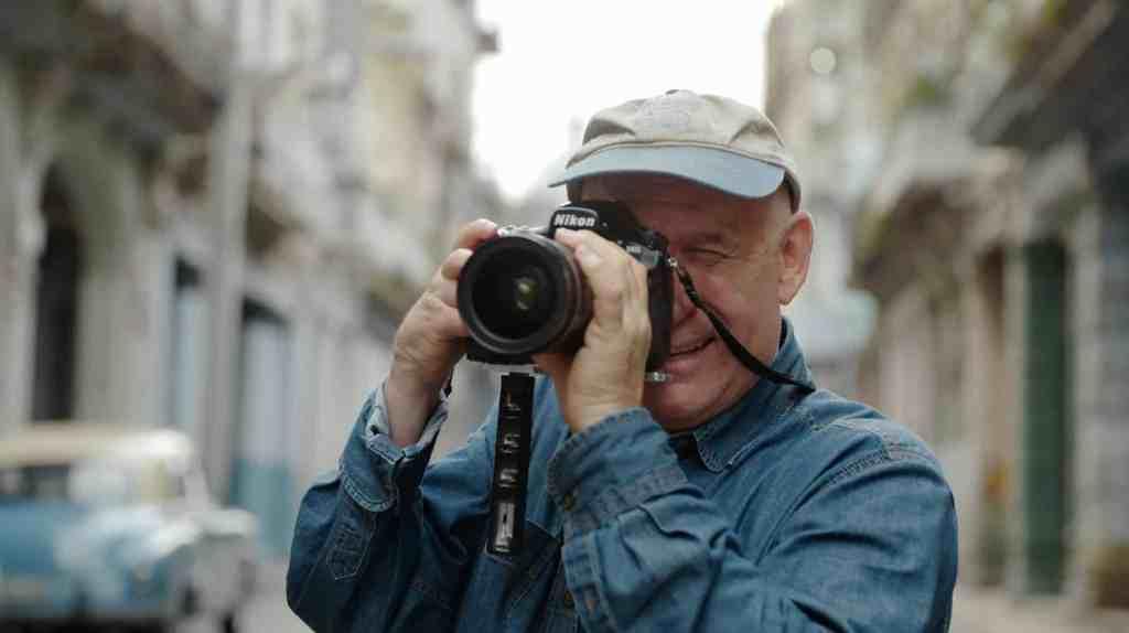 Steve Mc Curry propose des formations en ligne en photographie : https://mastersof.photography/steve-mccurry/