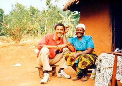 Barack Obama et sa grand-mère à Alego, au Kenya